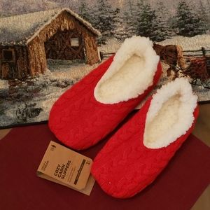Red Cozy Cabin Slippers Knitted *new